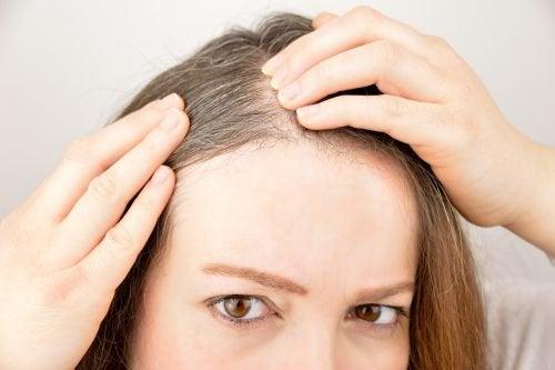 Käytä näitä 6 yrttiä ja maustetta edistämään hiusten kasvua