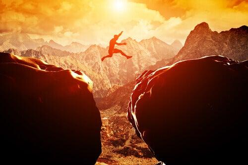 loikkaa kalliolta toiselle