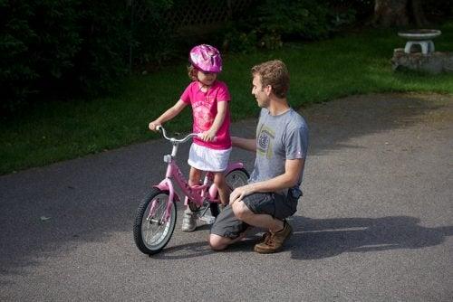 polkupyörällä opettelua