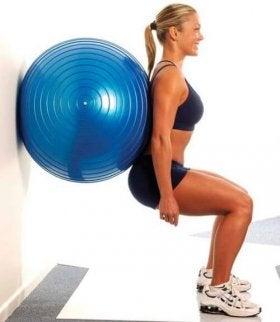 helpot harjoitukset jumppapallon avulla
