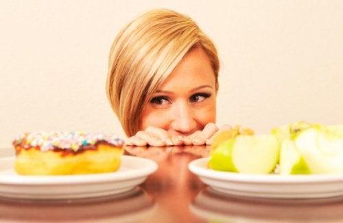 Stressi saattaa vaikuttaa ruokahaluun joko lisäten tai vähentäen sitä.