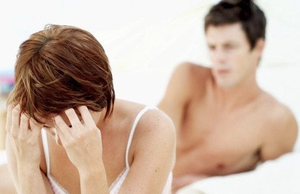 nainen ja mies sängyssä