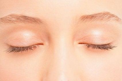 silmäluomet ja iho