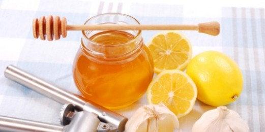 hunaja, sitruuna ja valkosipuli
