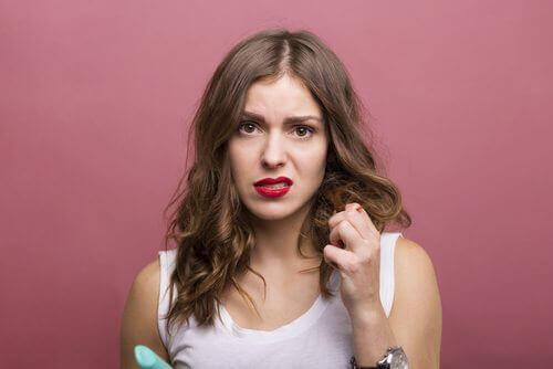 3 hoitoa kuiville ja vahingoittuneille hiuksille