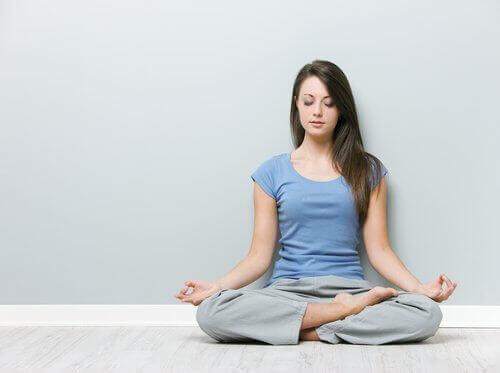 vähennä niskakipua joogan avulla