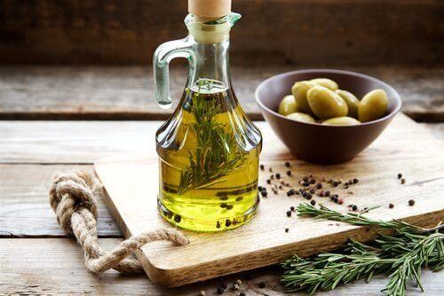 nauti maksaa hoitavaa oliiviöljyä