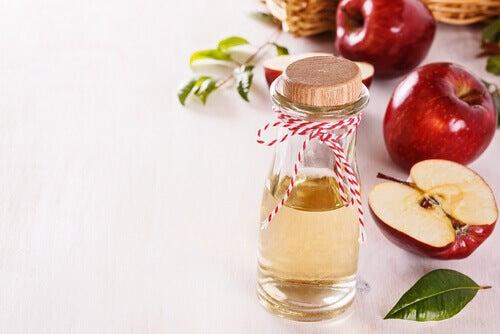 omenaviinietikasta luonnolliset kasvonaamiot