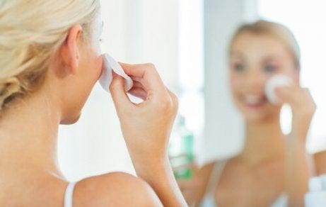 puhdista kasvot, saa täydellinen iho