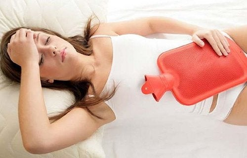lievitä ovulaatiokipua kuumavesipullon avulla
