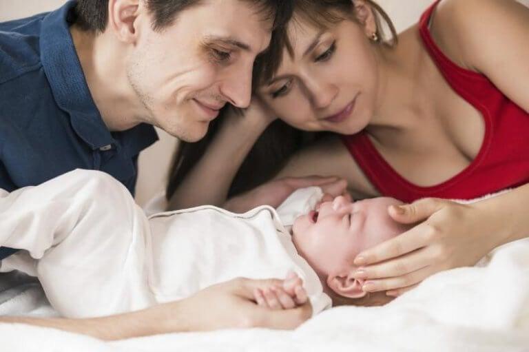 äiti, isä ja vauva