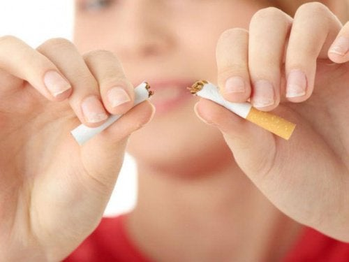 Eroon tupakoinnista 15 psykologisella neuvolla