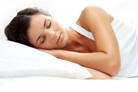 Näin säätelet melatoniinia ja nukut paremmin