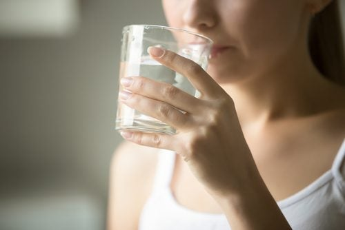 Terveysongelmat, jotka voitaisiin parantaa juomalla enemmän vettä päivittäin