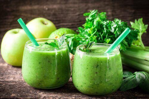 Kuukauden puhdistuskuuri: sitruuna, selleri ja vihreä omena