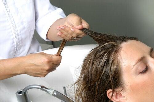 hiuspesu kampaajalla