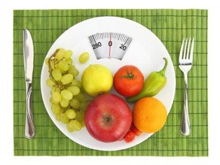 Illallisen väliin jättäminen ei välttämättä pudota painoa.