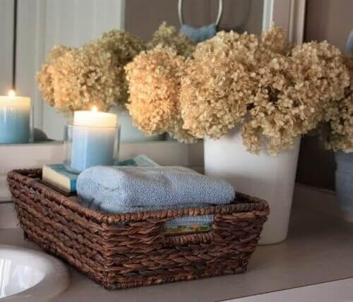 Korit auttavat pitämään kylpyhuoneen tavarat järjestyksessä.