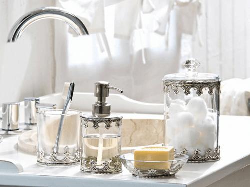 kylpyhuoneen sisustaminen kauniilla tavaroilla
