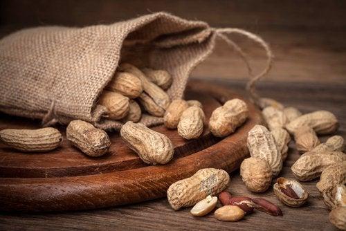 maapähkinät suojaavat aivoja