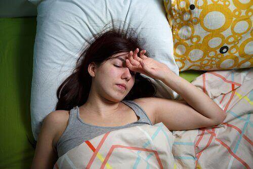 yksinäisyys aiheuttaa unettomuutta