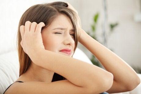 naisen päänsärky