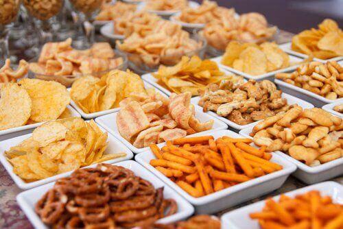 epäterveellinen ruoka illalla aiheuttaa painonnousua yön aikana
