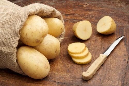 vaalenna kainaloiden tummat kohdat perunalla