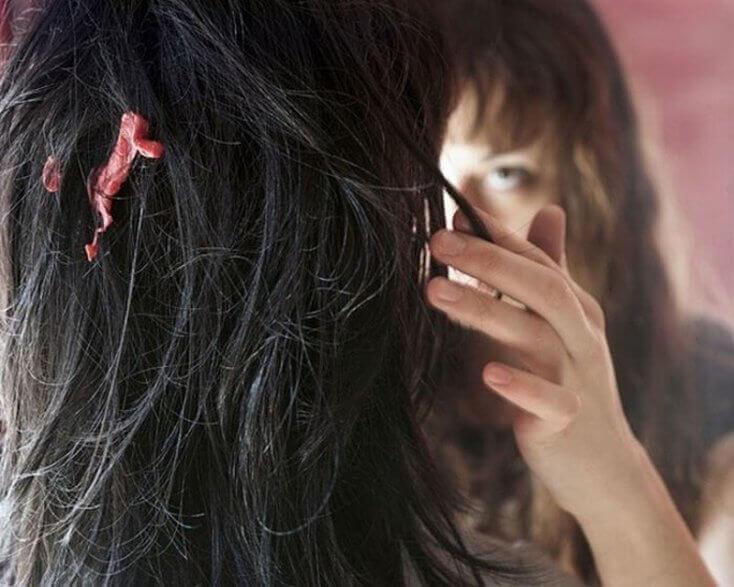 purkkaa hiuksissa