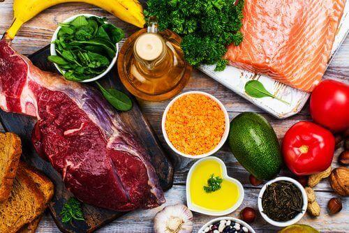 runsasproteiiniset vihannekset ja liha