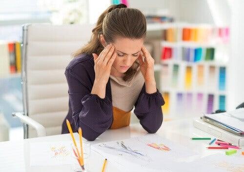 nainen stressaa