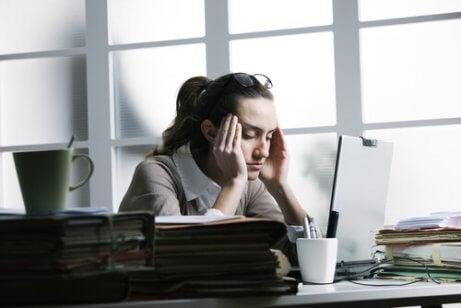 naisella stressipäänsärky