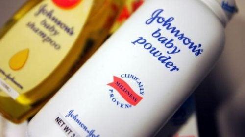 Talkkijauhe on yhdistetty syöpään – Johnson & Johnson joutui maksamaan 417 miljoonan dollarin korvaukset