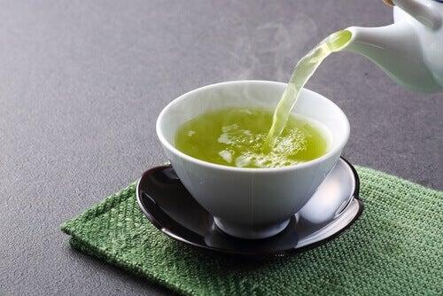 vihreä tee verensokerin alentamiseksi