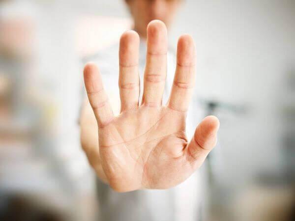 torjuva käsi