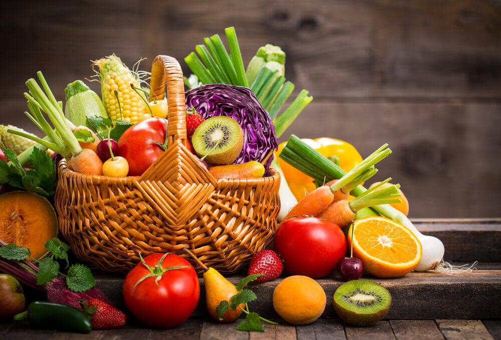 tuoreet hedelmät ja kasvikset