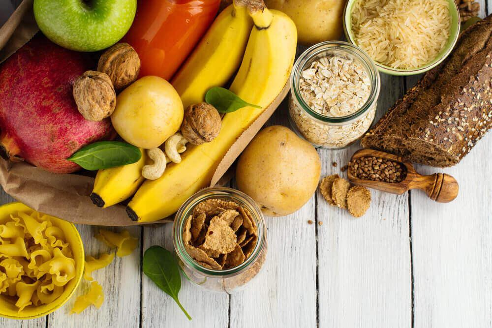 hedelmät ja pähkinät