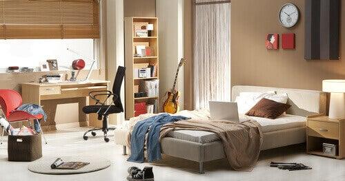 sotkuinen makuuhuone