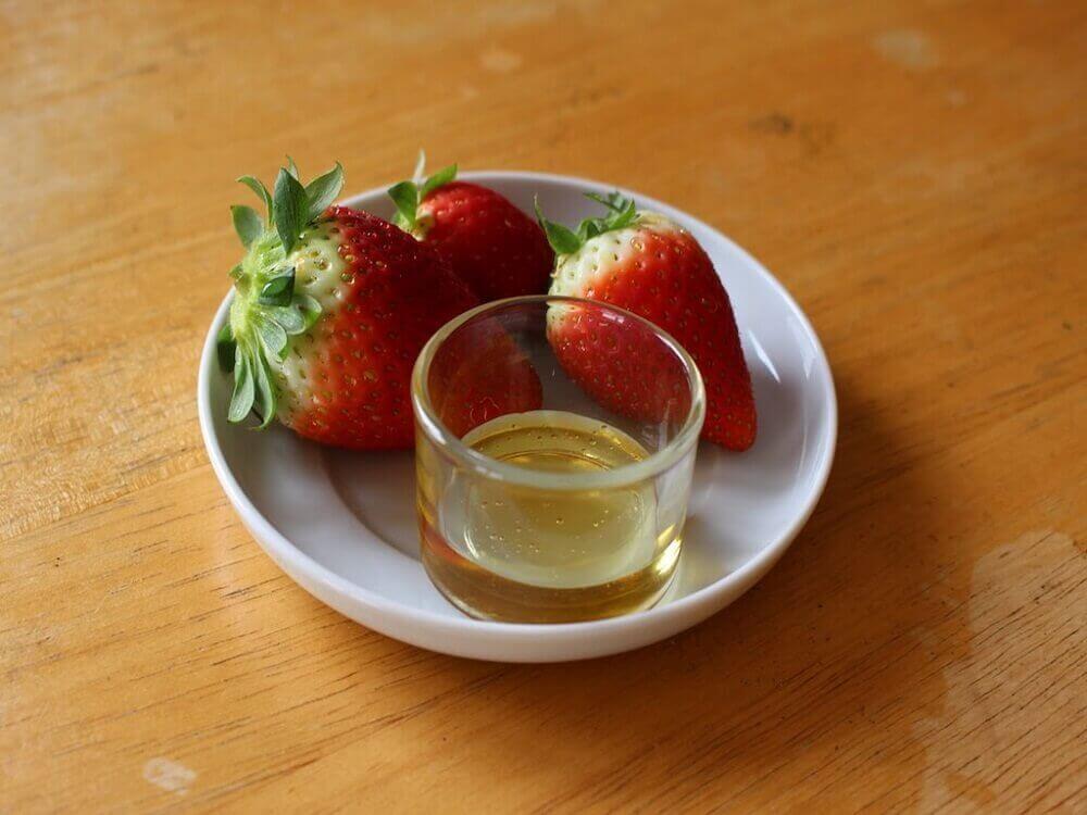 hoito oliiviöljystä ja mansikoista