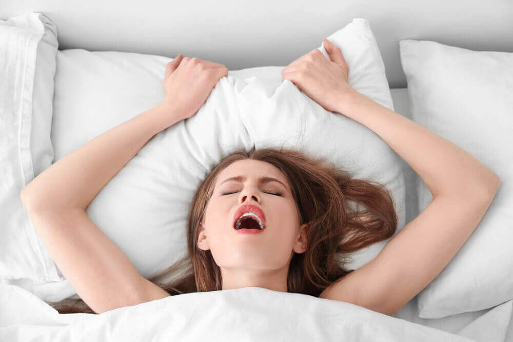 joku antaa naiselle orgasmin
