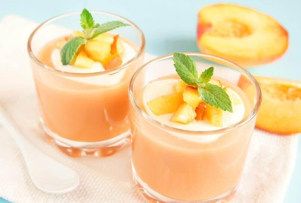 aamupalasmoothie persikoista