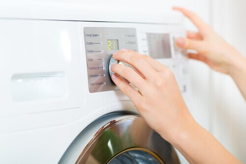 Pesukone täytä pesuaineella
