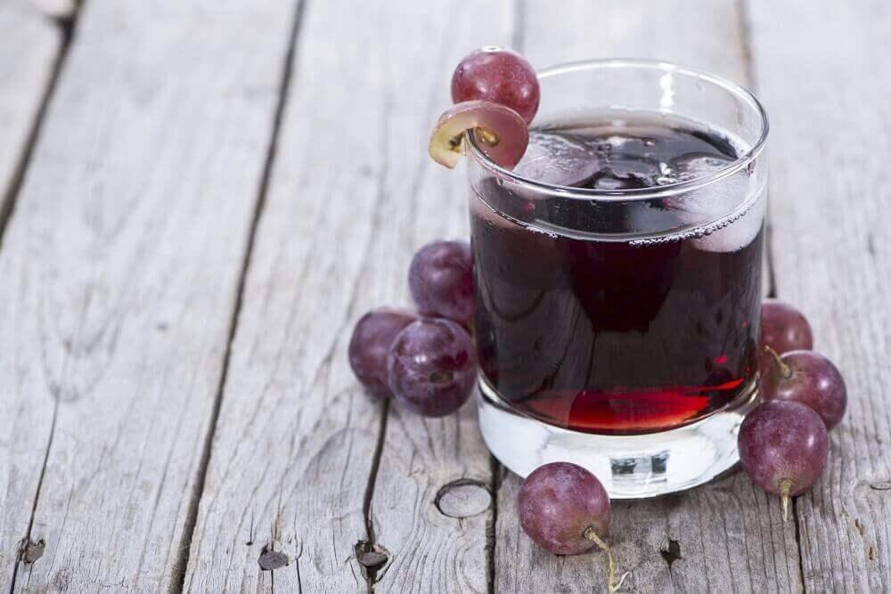 puhdista maksa viinirypälemehulla