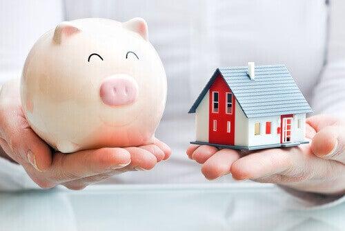 säästöpossu ja talo