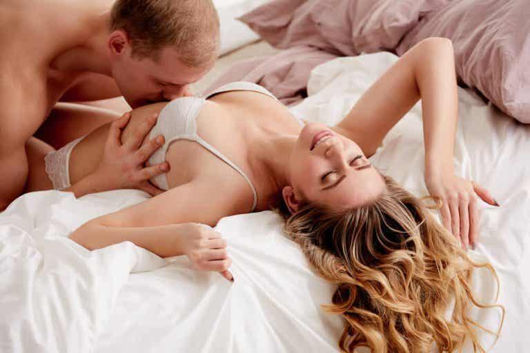 Miten kumppani voi tuottaa naiselle orgasmin?