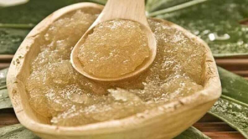 Oliiviöljy yhdistettynä sokeriin on loistava kurointa-aine.