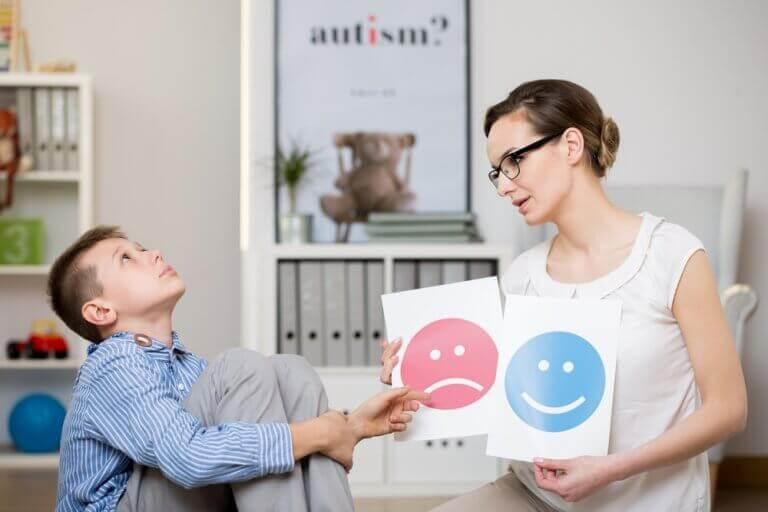 nainen ja poika jolla aspergerin oireyhtymä