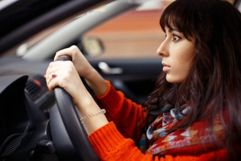 Miksi autolla ajaminen pelottaa?
