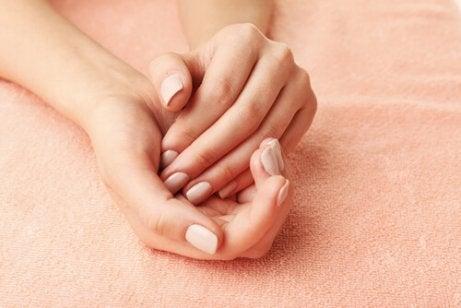 kauniit kädet