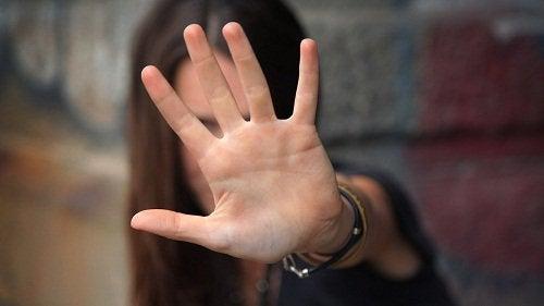 naisen käsi